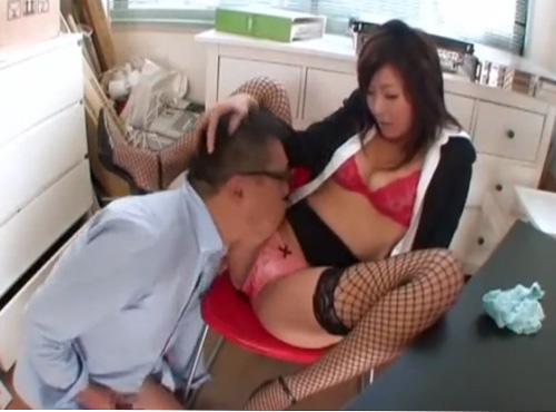 淫乱おばさん上司が部下を調教しにセクハラ性奴隷にする動画