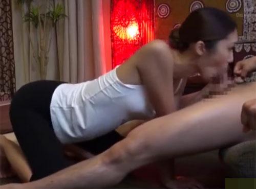 三十路熟年エステ嬢が亀頭フェラで口内射精させる出莉減る 動画
